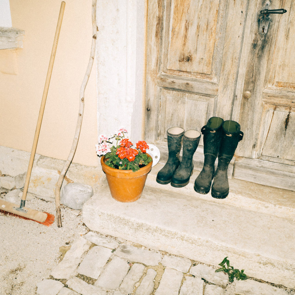 Galerie Zink außen Blumen Kunst