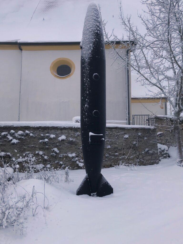 Michael Sailstorfer outdoors sculpture in snow